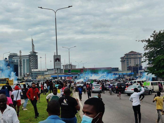 Police Teargas EndSARS protesters At Lekki Tollgate