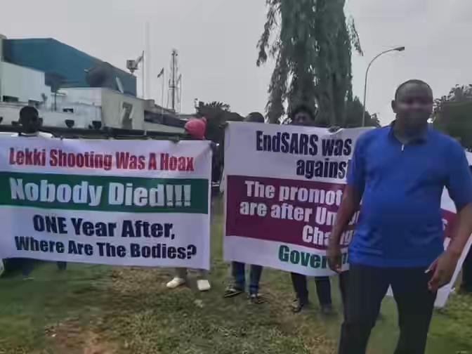 Pro-Buhari Protesters Say Nobody Died At Lekki Tollgate